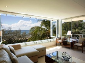 Maison Noosa Luxury Beachfront Resort Logo and Images