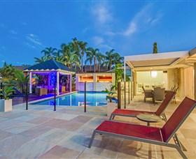 Rio Vista Quay at Vogue Holiday Homes Logo and Images