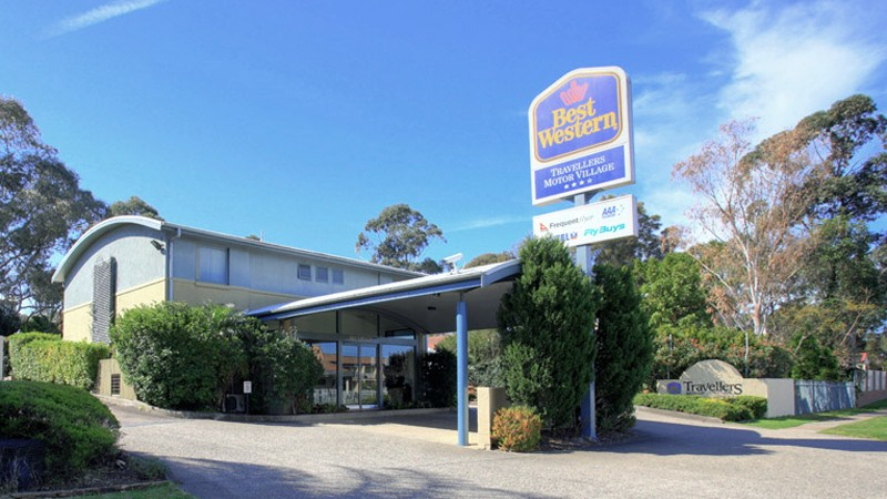 BEST WESTERN Travellers Motor Village Logo and Images