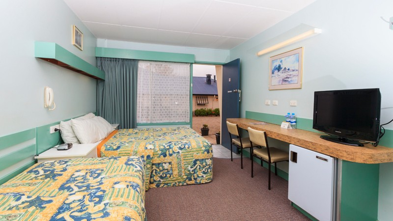 BEST WESTERN Motel Farrington Logo and Images