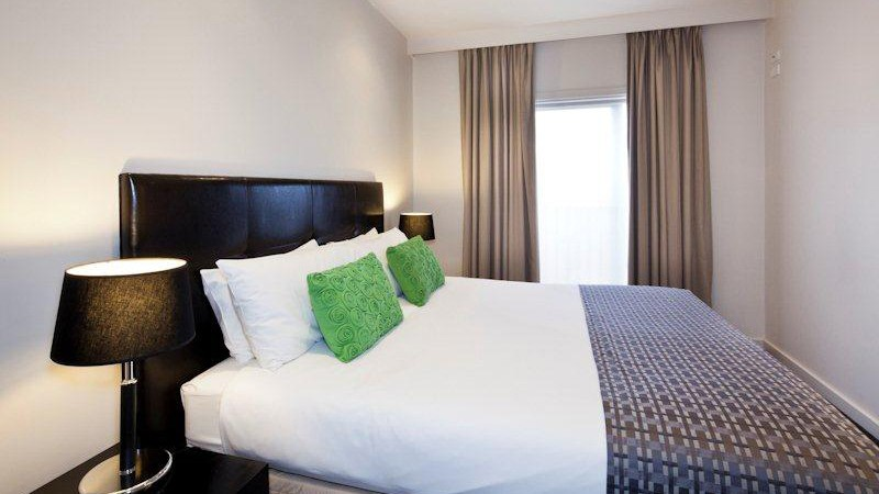 BEST WESTERN PLUS Ballarat Suites Logo and Images
