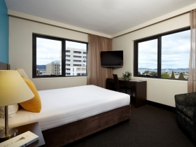 Travelodge Hobart Logo and Images