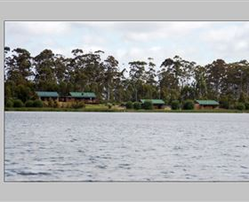 Lake Yalleena Holiday Cabins Logo and Images