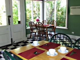 Braeside Bed and Breakfast Logo and Images