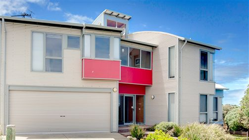 Phillip Island Waterfront House