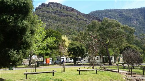 Halls Gap Caravan Park Logo and Images