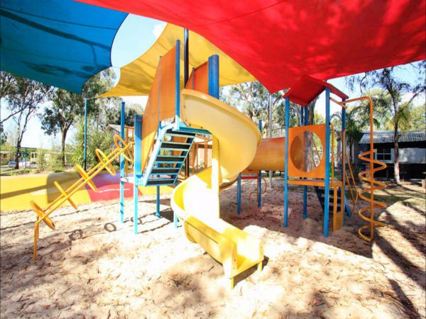 Discovery Parks - Moama West Logo and Images