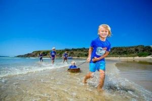 Discovery Parks - Emerald Beach Logo and Images