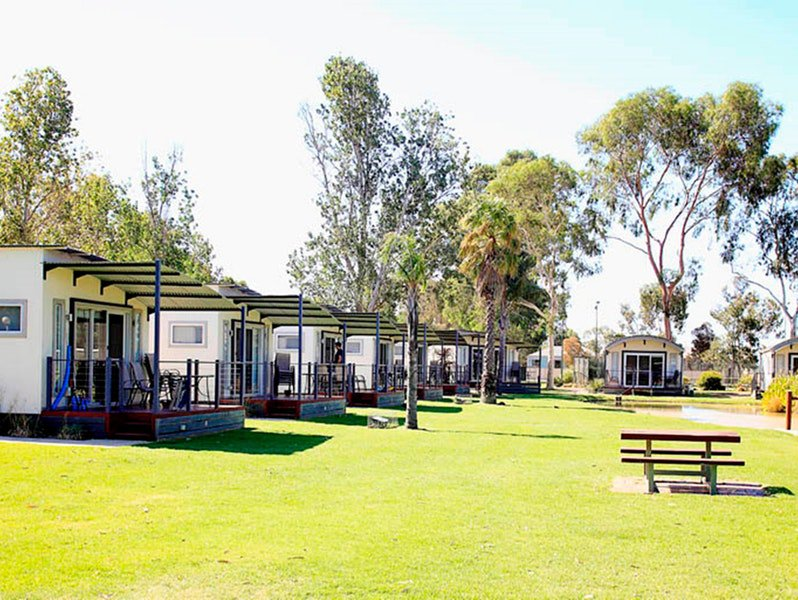 Discovery Parks - Maidens Inn, Moama Logo and Images