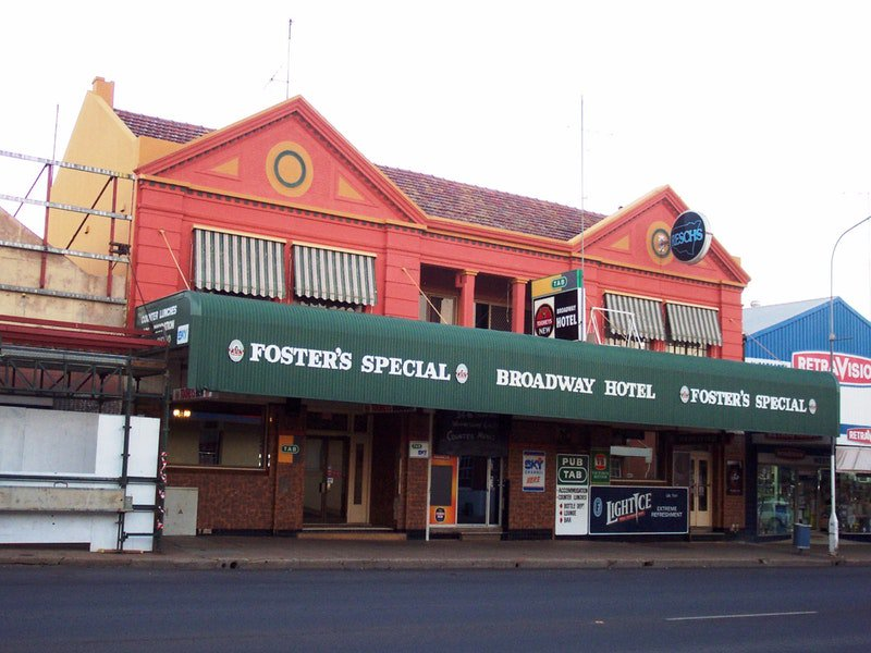 Broadway Hotel Parkes Logo and Images