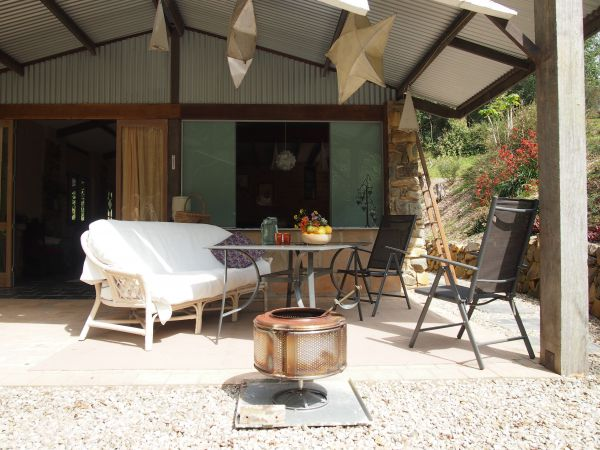 Mudbrick and Stone Hideaway Bellingen Logo and Images