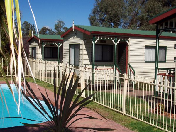 Parkes Country Cabins Logo and Images