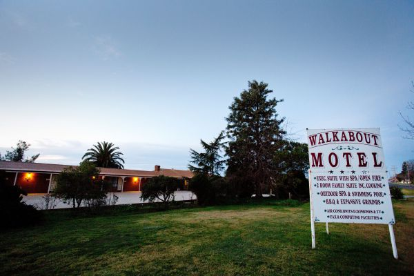 Walkabout Motel Image