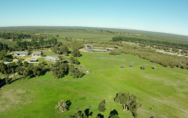 Sandy Lake Farm Stay Accommodation Gingin WA Image