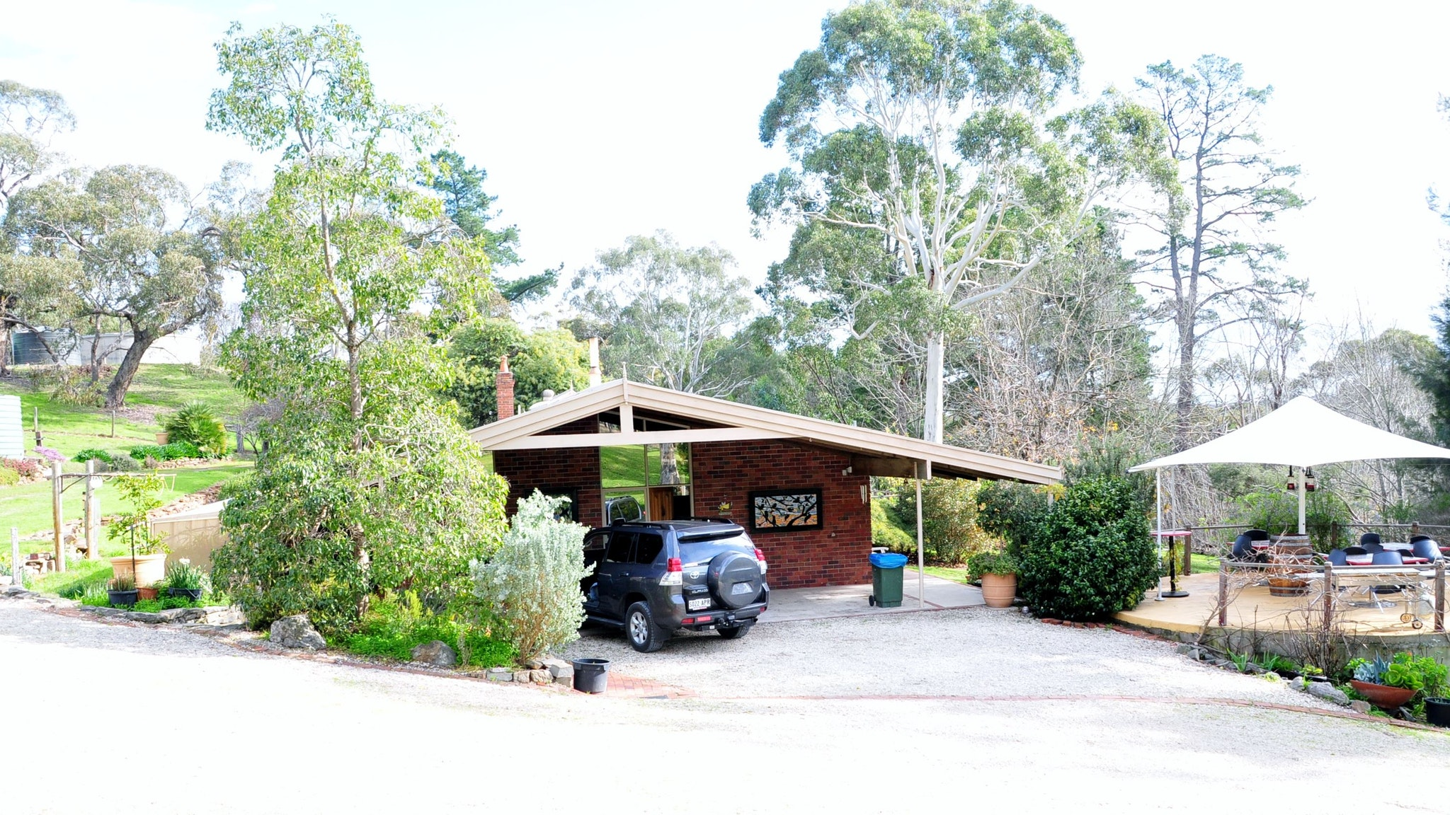 Barrenjoey Hideaway Logo and Images