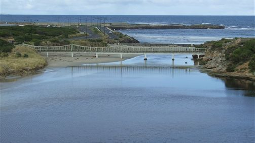 Warrnambool Beach Backpackers Logo and Images