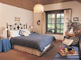 Adelaide Hills Country Cottages - Gum Tree Cottage Logo and Images
