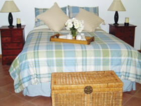 Amande Bed and Breakfast Logo and Images