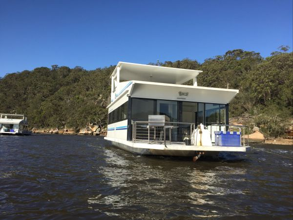 Luxury Afloat Hawkesbury River and Brooklyn Logo and Images