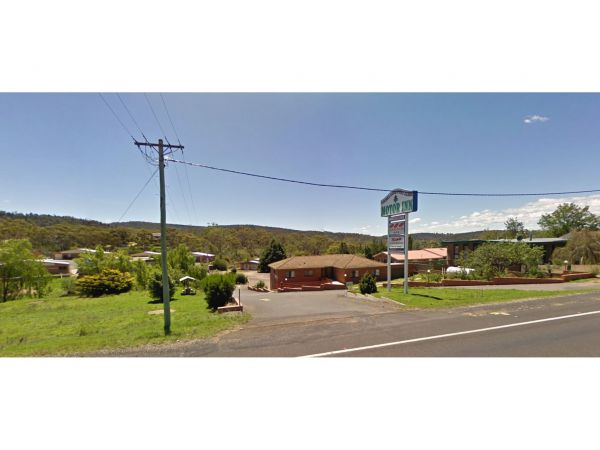 Cooma Country Club Motor Inn Logo and Images