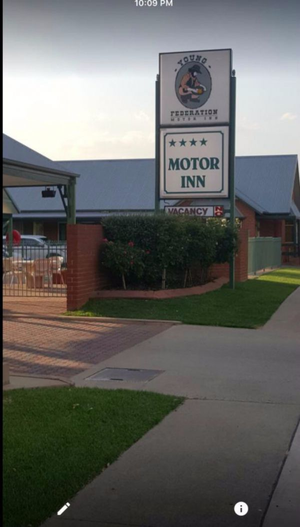 Federation Motor Inn Young Image