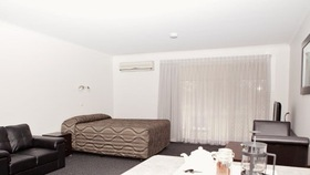 Barmera Country Club Motor Inn Logo and Images
