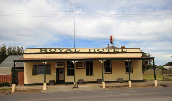 Royal Hotel Snake Valley Image