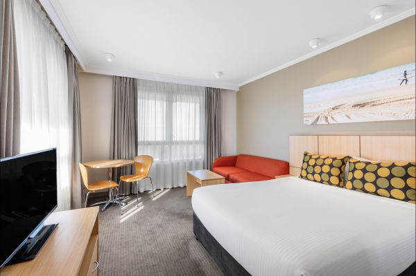 Travelodge Hotel Manly Warringah Sydney Logo and Images