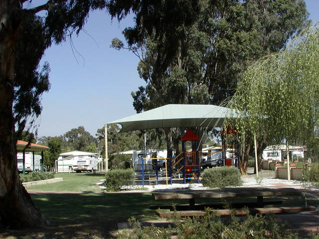 Banksia Tourist Park Logo and Images