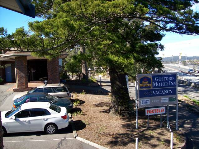 BEST WESTERN Gosford Motor Inn & Apartments Logo and Images
