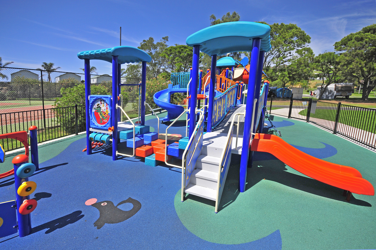 BIG4 Easts Beach Holiday Park Logo and Images