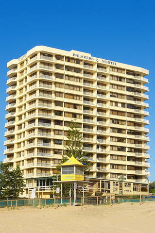 Breakers North - Absolute Beach Front Holiday Apartments