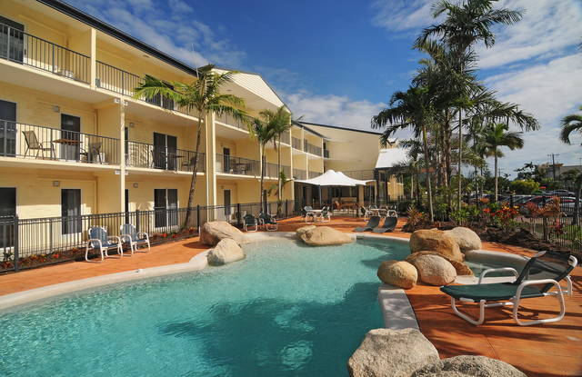 Cairns Queenslander Hotel & Apartments Logo and Images