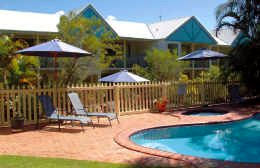 Chez Noosa Resort Motel Logo and Images