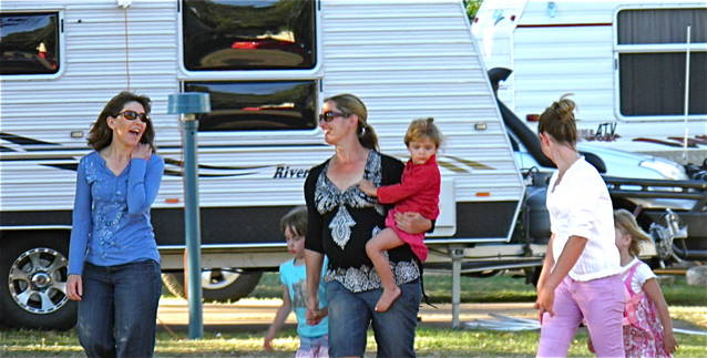Dubbo City Holiday Park Logo and Images
