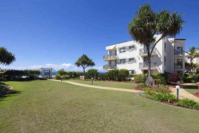 Golden Riviera Beach Resort
