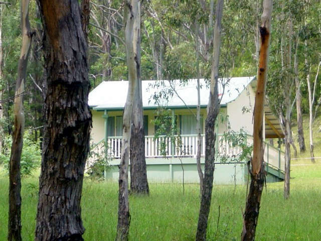 Goomburra Forest Retreat Logo and Images