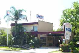 Ipswich City Motel Logo and Images