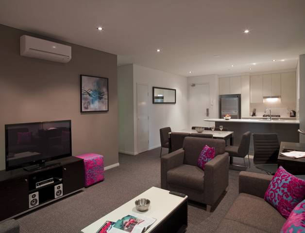 Meriton Serviced Apartments - Southport Logo and Images