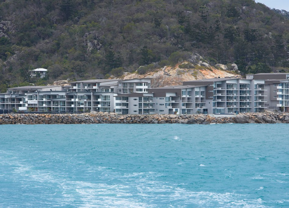 Grand Mercure Apartments Magnetic Island Logo and Images