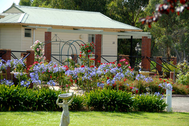 Mount Barker Valley Views Motel & Chalets Logo and Images
