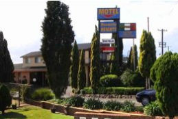 Newcastle Heights Motel Logo and Images