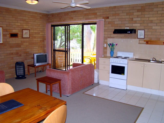 Noosa Yallambee Holiday Apartments Logo and Images