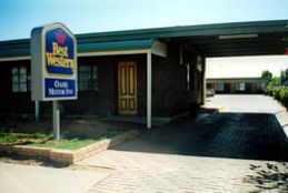 Oasis Motor Inn Logo and Images