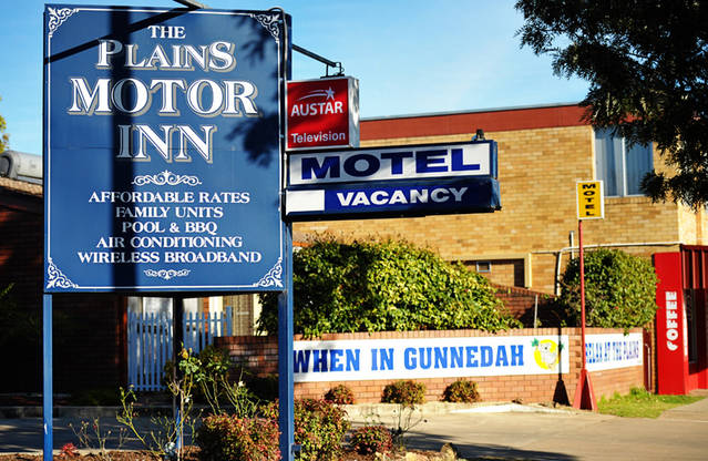 The Plains Motor Inn Logo and Images