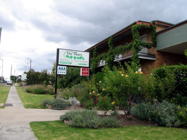 The Vines Motel & Cottages