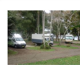 Croki Riverside Caravan Park Logo and Images