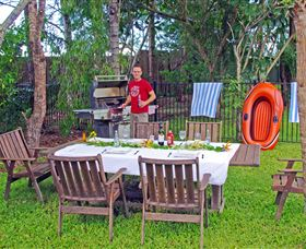Emeraldene Inn and Eco-Lodge Logo and Images