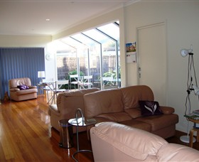 Apollo Bay Bed & Breakfast Logo and Images