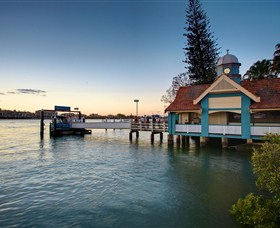 Oxford Street Bulimba Logo and Images
